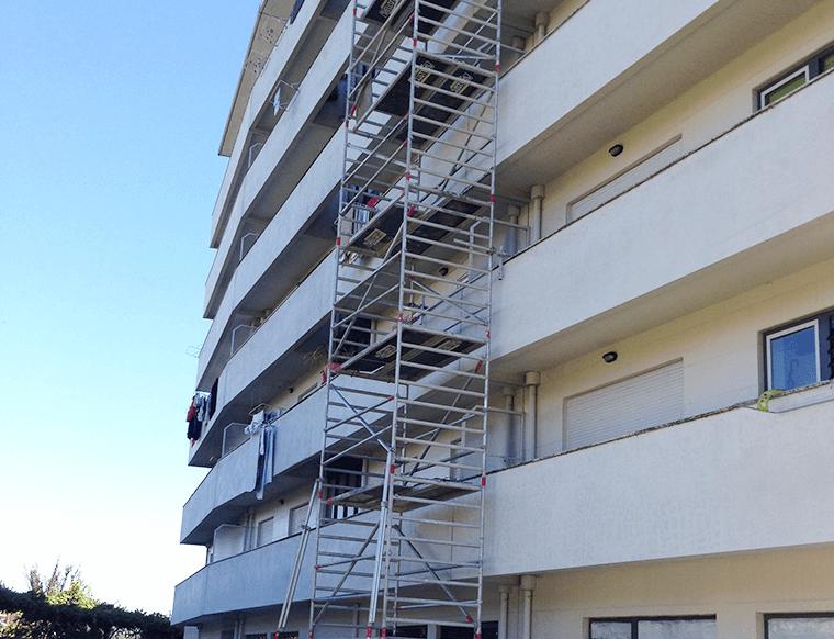 Torre de andaime com 20 com rodas